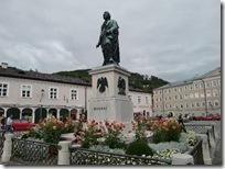 モーツァルト広場の銅像