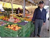 大学広場の生鮮市場