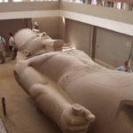 ラムセス2世の巨大像