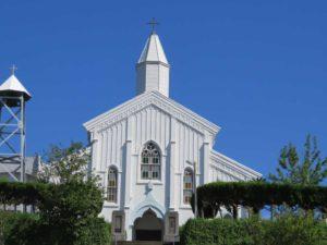 白さが輝く水ノ浦教会